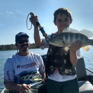 Luis e seu filho Bruno, aproveitando a pescaria em Rubinéia.